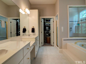 1108 Wagon Ridge Dr Master Bath